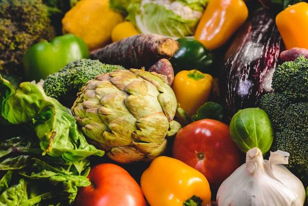 がんから守るためのさまざまな新鮮野菜。 Premium写真