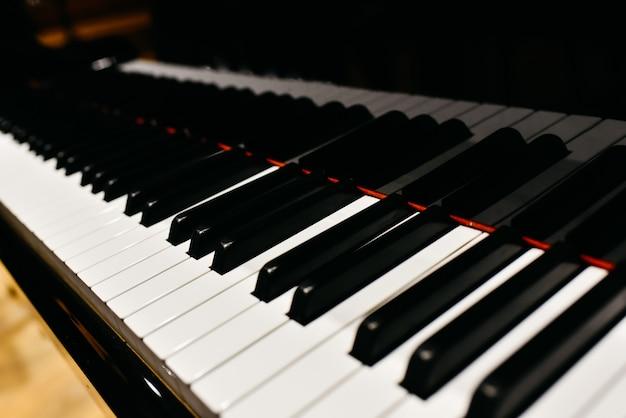 ピアノの鍵の詳細。 Premium写真