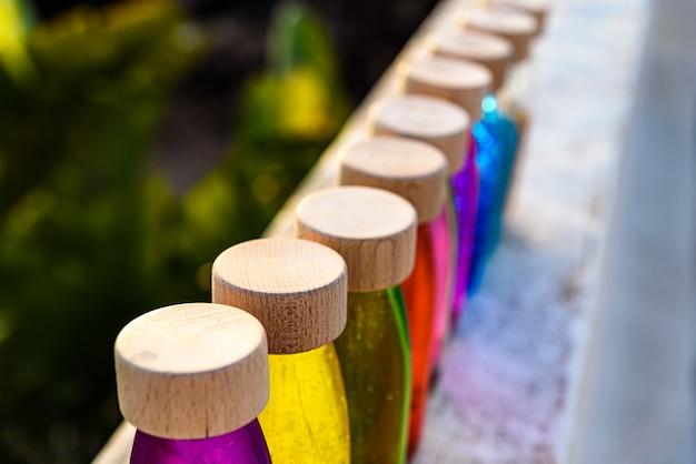 穏やかな抗ストレスのボトルのグループ、ストレスと代替教育の神経を制御する療法 Premium写真