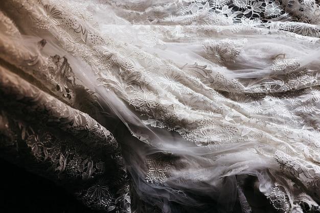 Деталь текстуры белого свадебного платья. Premium Фотографии