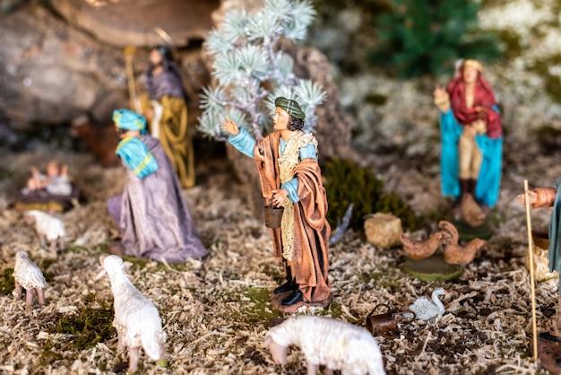 クリスマスのキリスト降誕のシーンの宗教的な数字。 Premium写真