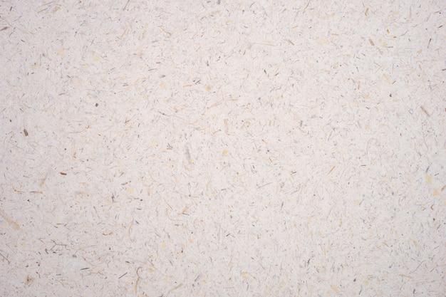 Светло-коричневый рис тутового лепестка и семян ручной работы грубой бумаги текстурированный фон. Premium Фотографии