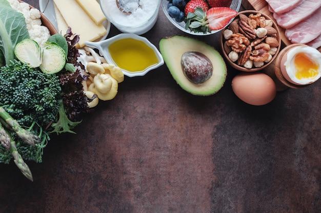 ケトジェニックダイエット、低炭水化物、高脂肪、健康食品 Premium写真