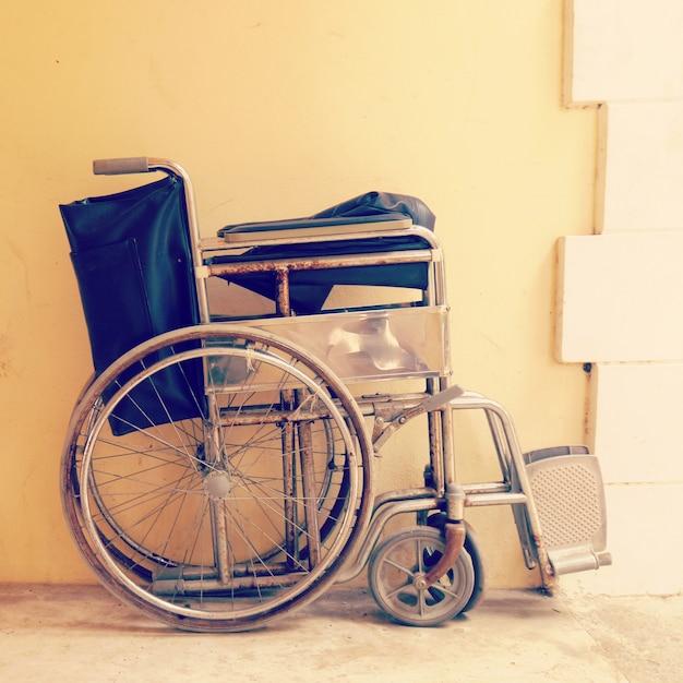 кресло коляска старинный ретро стиль фото премиум скачать