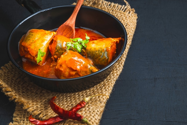 トマトソースの魚 Premium写真