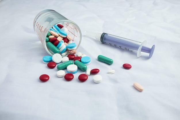 薬や注射器 Premium写真