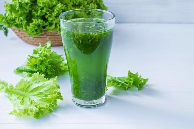 Свежие овощные соки для здоровья Premium Фотографии