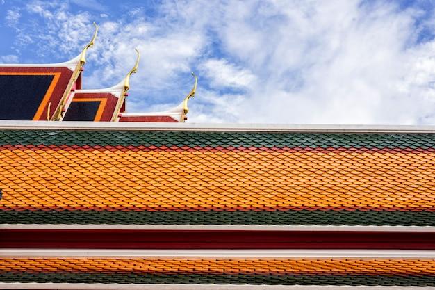 トップ、ゲーブル・エイペックス、タイ、タイの屋根 Premium写真