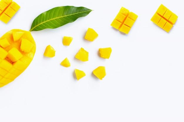 Тропический плодоовощ, манго на белой предпосылке. Premium Фотографии