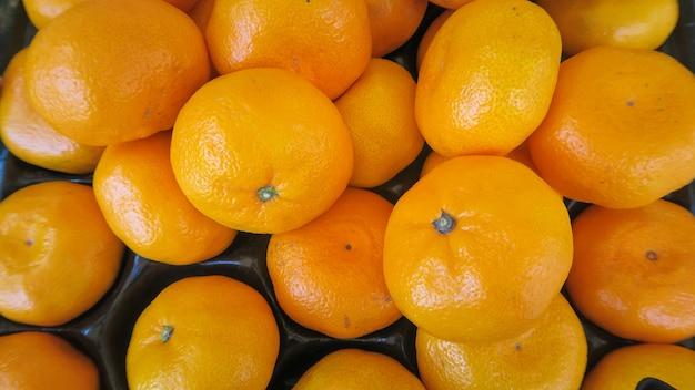 Текстура свежих апельсинов в виде сверху Premium Фотографии