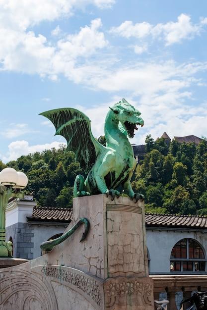 スロベニア、リュブリャナのドラゴンブリッジ Premium写真