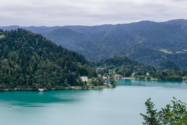 スロベニアのブレッド湖 Premium写真