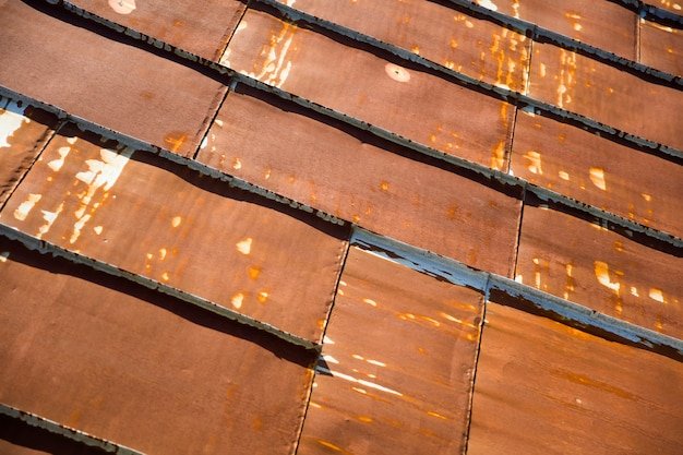 さびたトタン金属の屋根のテクスチャ Premium写真
