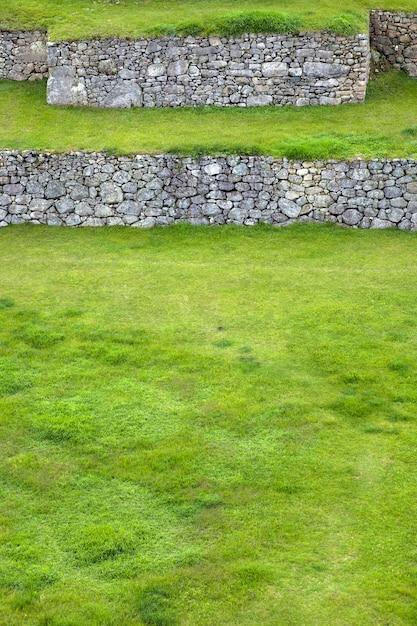 Зеленые террасы на мачу-пикчу в перу Premium Фотографии