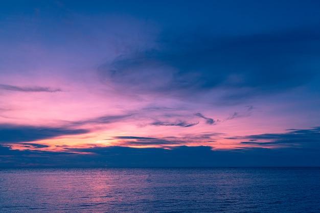 夕日と海。 Premium写真