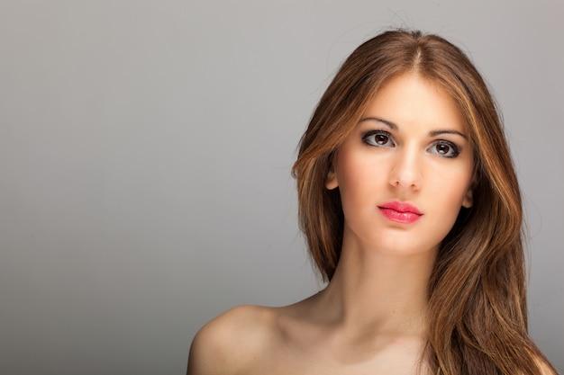 Мода портрет красивой женщины Premium Фотографии