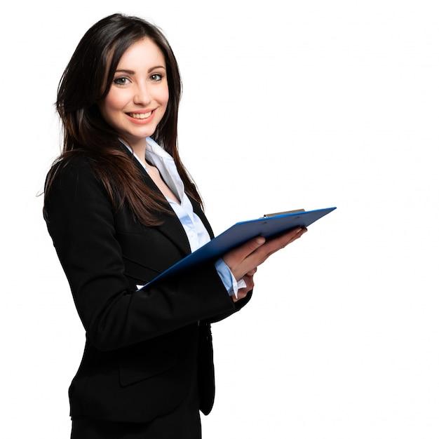 Красивый портрет коммерсантки изолированный на белизне и держа доску сзажимом для бумаги Premium Фотографии