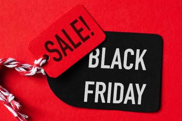 ブラックフライデーセールの赤と黒のタグのテキスト。ショッピングコンセプト Premium写真