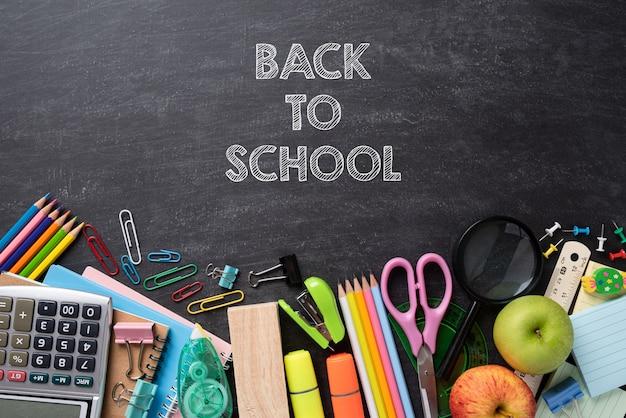 教育または黒板背景に学校概念に戻る。平干し。 Premium写真