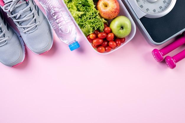 ピンクのパステルで健康的なライフスタイル、食べ物、スポーツコンセプト。 Premium写真