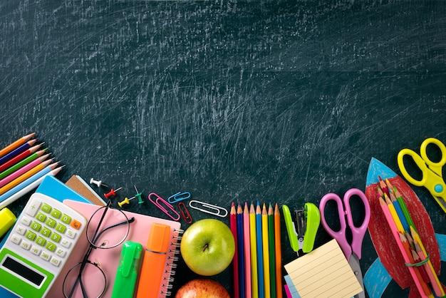 教育または黒板に学校概念に戻る Premium写真