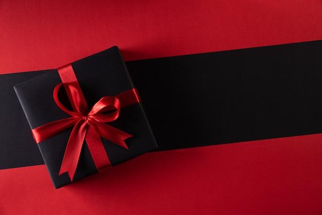 Рождественские коробки на фоне с копией. черная пятница и день подарков Premium Фотографии