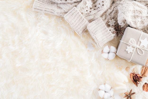 秋または冬のコンポジションの背景。 Premium写真