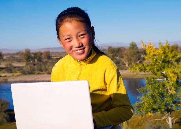 モンゴルの女の子。 無料写真