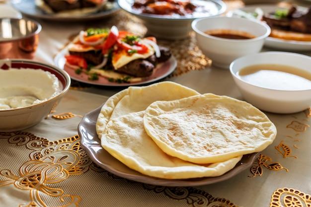 ラマダンのお祭りのためのおいしい食べ物 無料写真