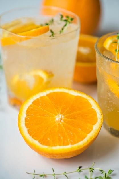 オレンジとタイムは水のレシピを注入 無料写真