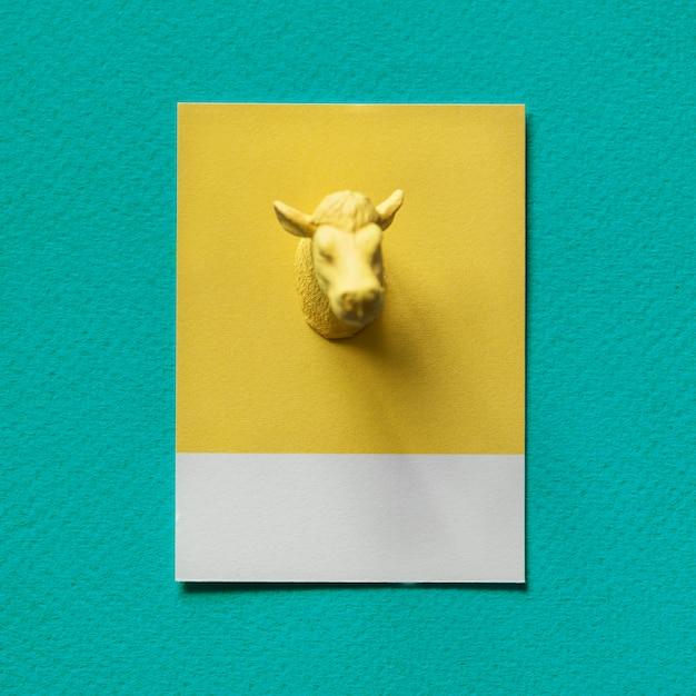 Желтые быки на бумаге Бесплатные Фотографии