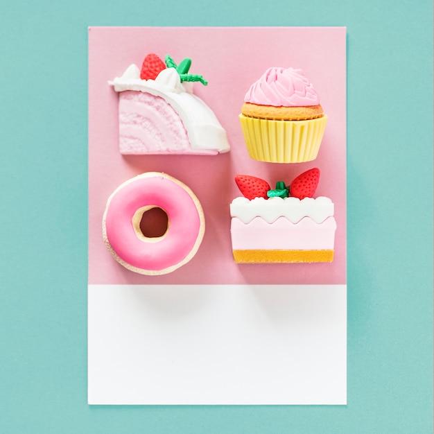 カラフルなカードの甘いデザート 無料写真