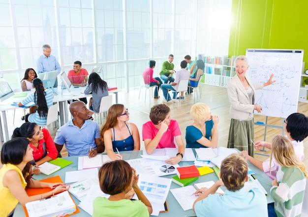 クラスルームの学生グループ Premium写真