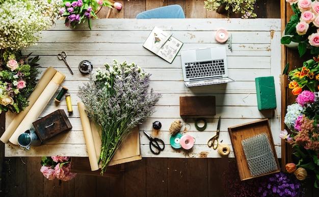 美しい新鮮な花フローラショップワークスペースビジネス 無料写真