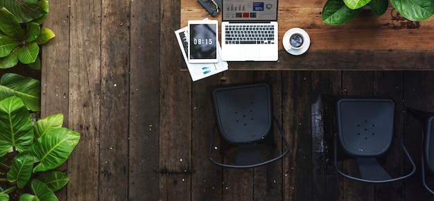 デジタルラップトップは、グローバルビジネスコンセプトを働いて 無料写真