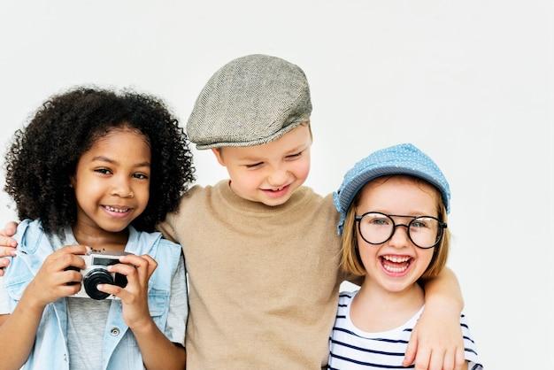 子供たちの遊び心子供たち遊び心のある幸福レトロ同性概念 無料写真