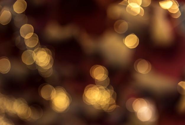 夕方にはボケスタイルのライトがぼやけています 無料写真