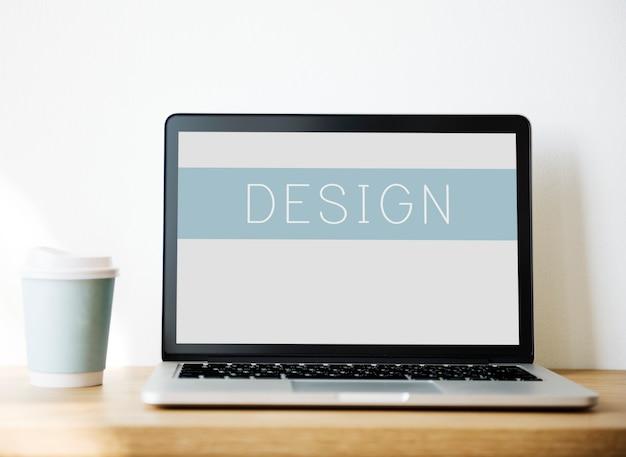 Макет компьютер ноутбук на деревянный стол Бесплатные Фотографии