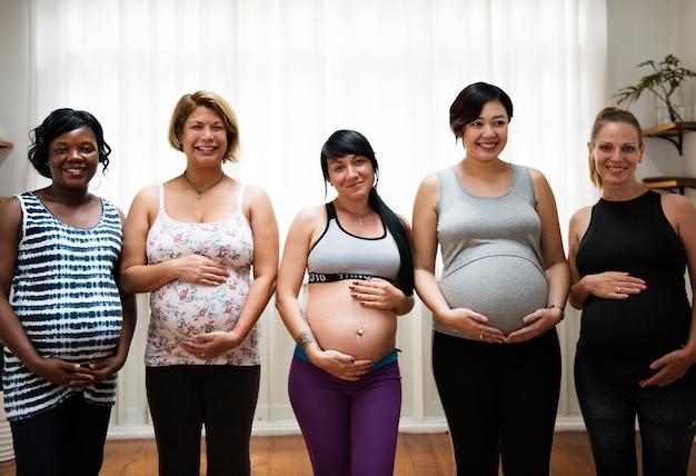授乳中の妊婦 Premium写真