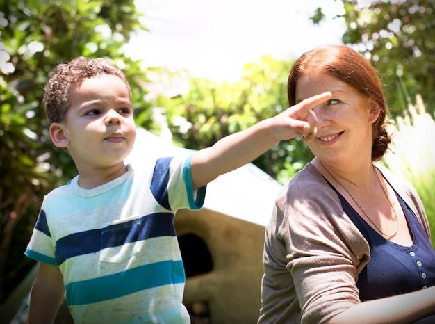母親の若い若い世代のカジュアルな家族の概念 無料写真