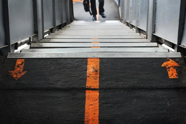 鉄道駅の歩道 無料写真