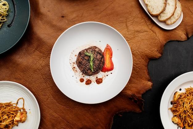 西洋料理のレシピフラットレイ Premium写真