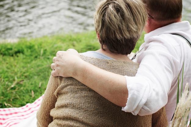 高齢者シニアカップルロマンスラブコンセプト Premium写真