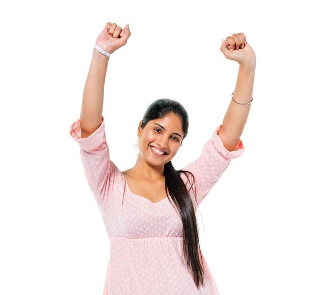 陽気なカジュアルな若い女性が祝う 無料写真