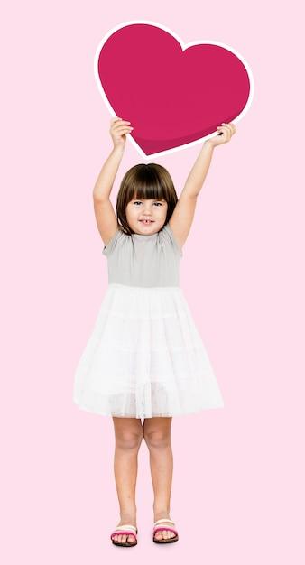 心のアイコンを持っている幸せな女の子 無料写真