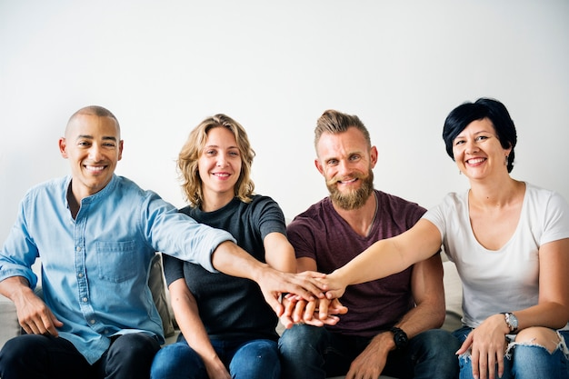 チームワークの概念を持つ多様な人々 Premium写真