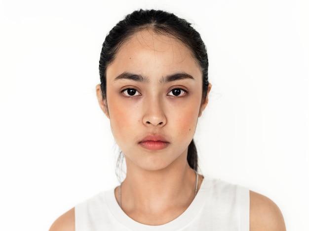 Молодой азиатский изолированный портрет девушки Бесплатные Фотографии