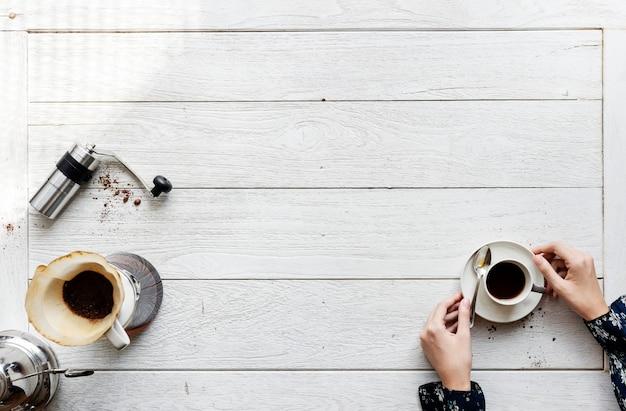 ドリップコーヒーを作る人々の航空写真 無料写真