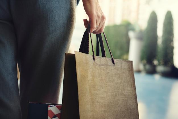 女性の女性向けショッピングリラックスのコンセプト 無料写真