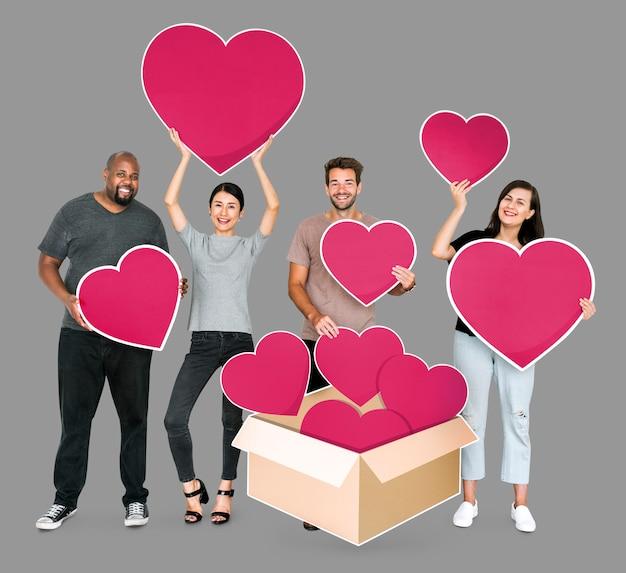 自分の愛を共有する多様な人々 無料写真